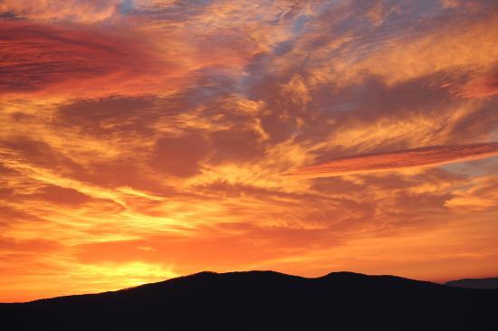 Alpine Inn: Best sunrise we've ever seen