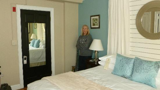 Woods Hole Inn: Black entry door with mirror into Room 2