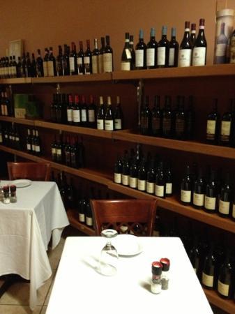 Lirio's Italian Restaurant: Great vino selection!