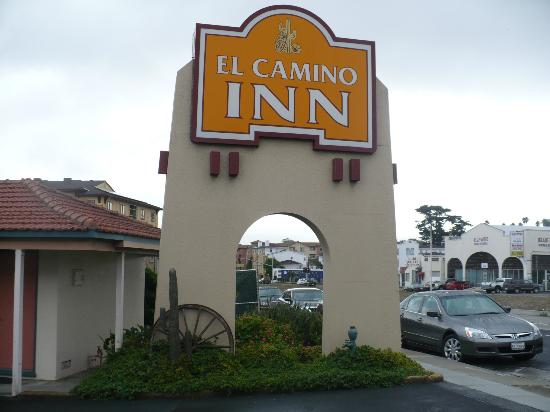 El Camino Inn: I like the wagon wheel in front