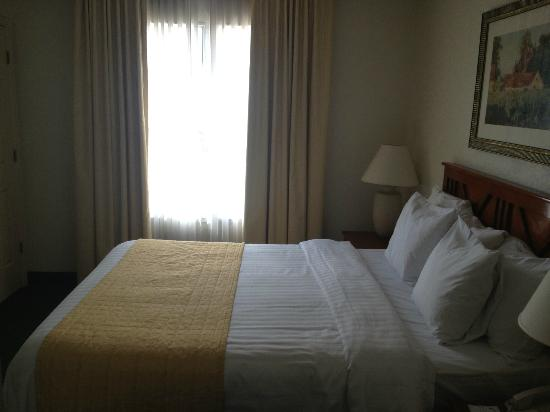 Residence Inn Phoenix Airport: Bed