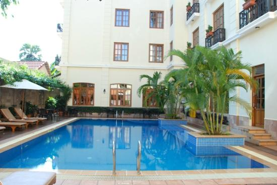 Steung Siemreap Hotel: Swimming Pool of the day