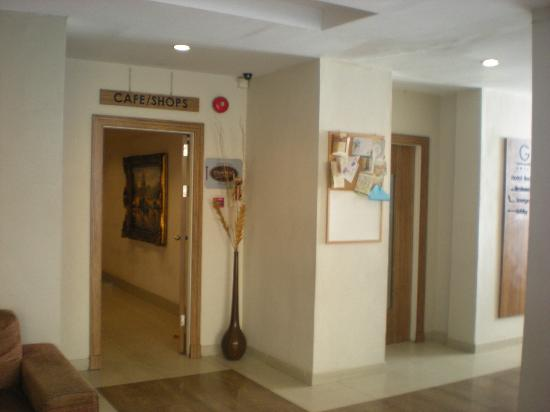 LeGallery Suites Hotel: lobby