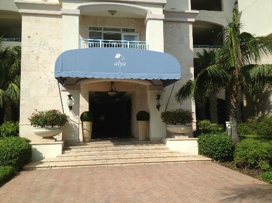 Seven Stars Resort: Alya building entrance