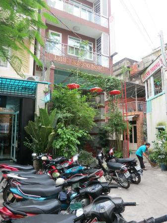 Little Saigon Boutique Hotel: Located in a quiet back alley off Le Loi Blvd