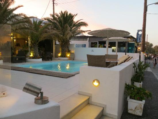 Alesahne Beach Hotel: Front swimming pool
