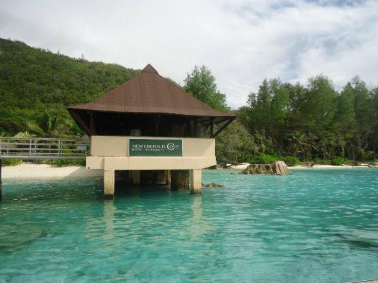 New Emerald Cove: Hotel jetty