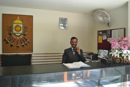 Honeymoon Inn Manali: Front Office