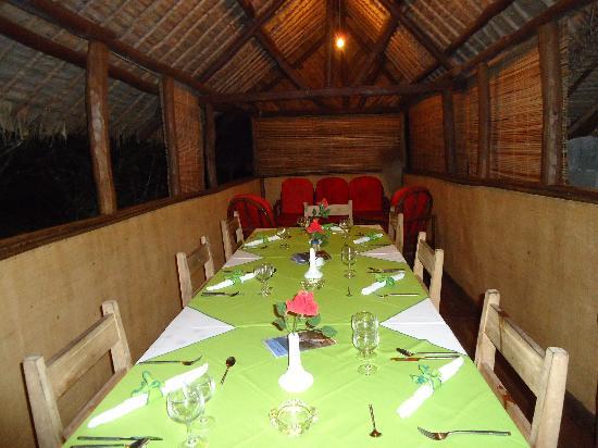 Fantasia Village : une belle table bien décorée et repas excellent