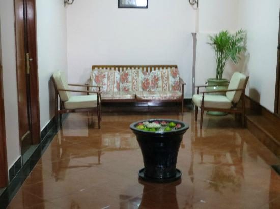 Nawin Guesthouse: Lobby area