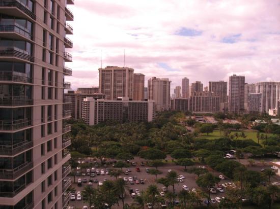 Embassy Suites by Hilton Waikiki Beach Walk: 1811号室から西側
