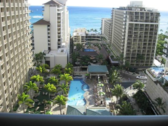 Embassy Suites by Hilton Waikiki Beach Walk: 17階の非常階段から南側