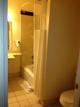 Rockview Inn and Suites - Morro Bay: Bathroom