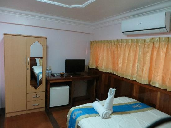 Nawin Guesthouse: Room