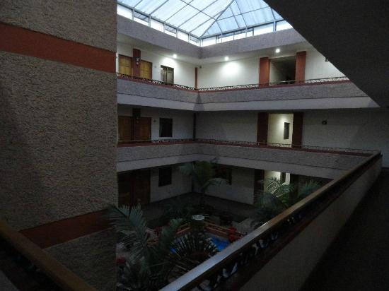 Hotel Lagos Inn: The interior courtyard