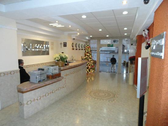 Hotel Lagos Inn: Front lobby