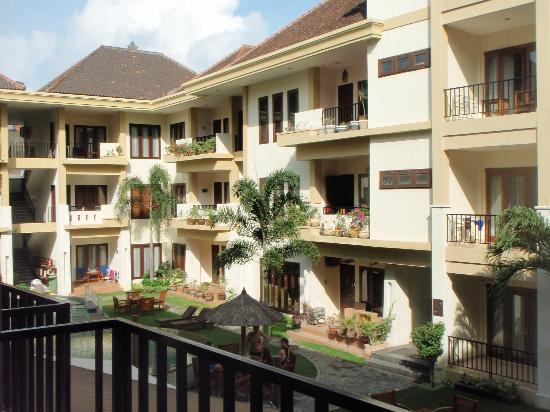 Kuta Town House Apartments: Very Friendly