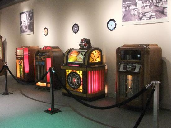 Blackhawk Museum: Juke Box display