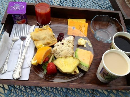 Bayside Inn : fresh fruit and yummie casserole, coffee, juices, and etc