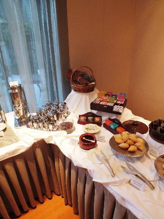 Galaxy Hotel Iraklio : Breakfast - confectioneries