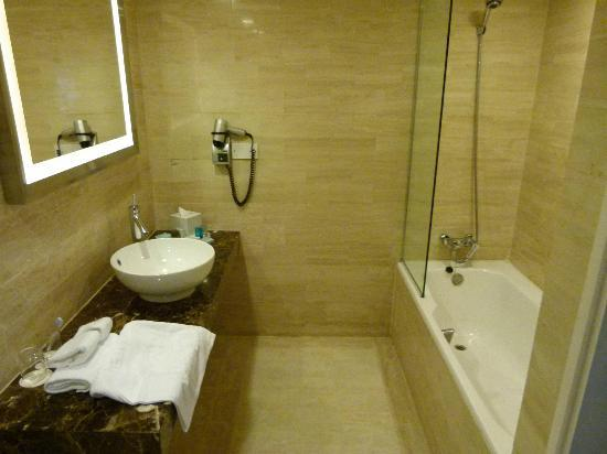 Novotel Singapore Clarke Quay: Premier Exec Bathroom