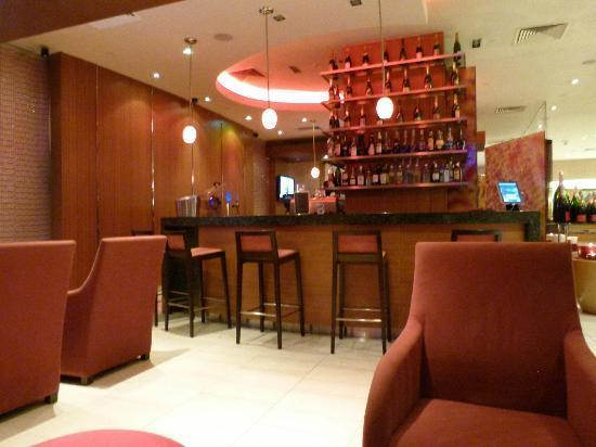 Novotel Singapore Clarke Quay: Hotel Bar Area