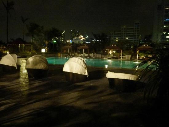 Novotel Singapore Clarke Quay: Pool At Night