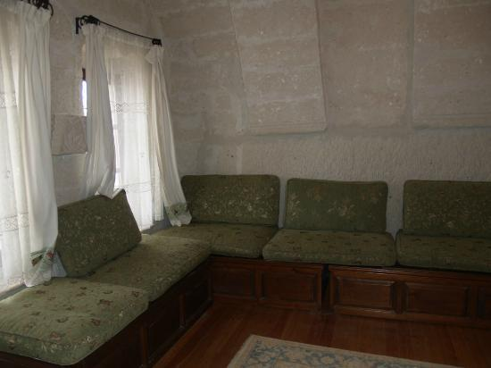 Sultan Cave Suites: Living Room