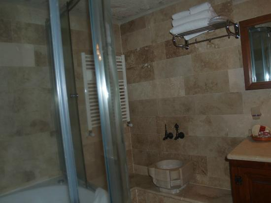 Sultan Cave Suites: Bathroom