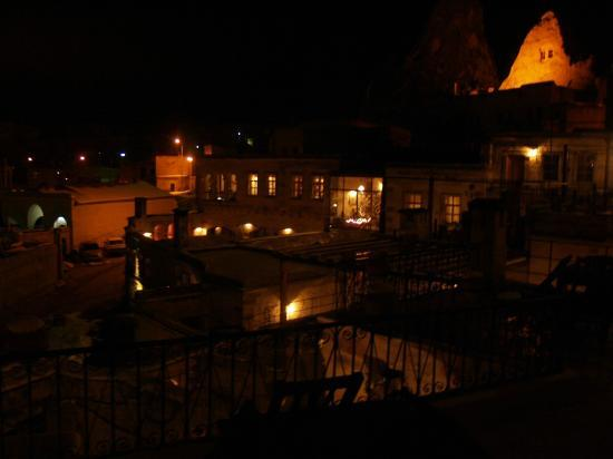 Sultan Cave Suites: Night time view from the apartment