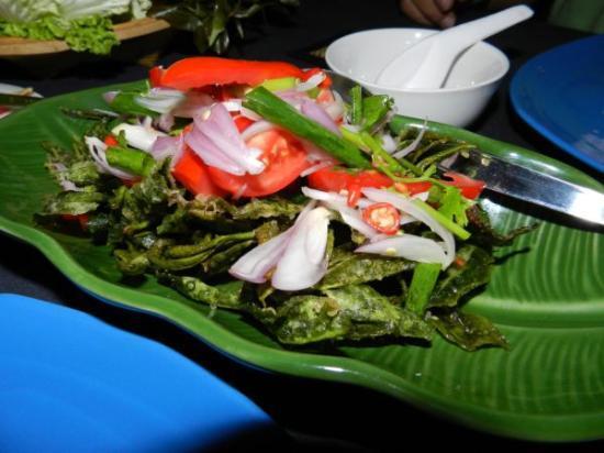 Phumanee Home Hotel: Basil leave salad