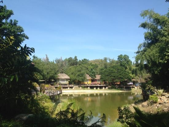 Kor Sor Resort & Spa: all the rooms are set around a spectacular lake