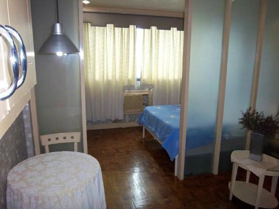 Makati Studios: Mid-range unit:  Sleeping Area View from Dining Area