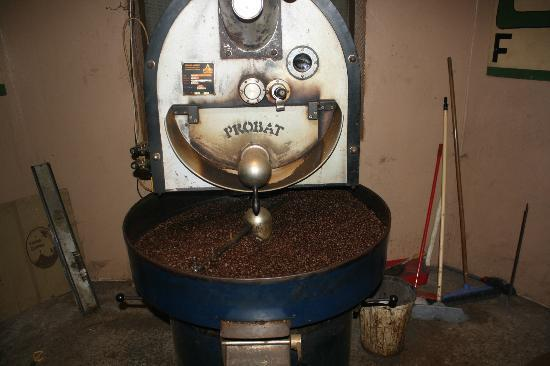 Tanna Coffee Roasting Factory: The roasting machine
