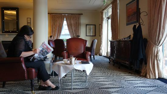The Lounge at Lilianfels: Waiting for afternoon tea in the lounge