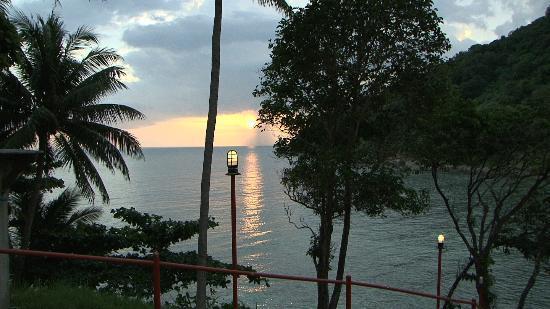 Phuket Marriott Resort & Spa, Merlin Beach: Sunset from Little Tiger