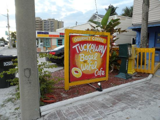 Tuckaway Bagel & Waffle Cafe: Cafe bar locals' favorite