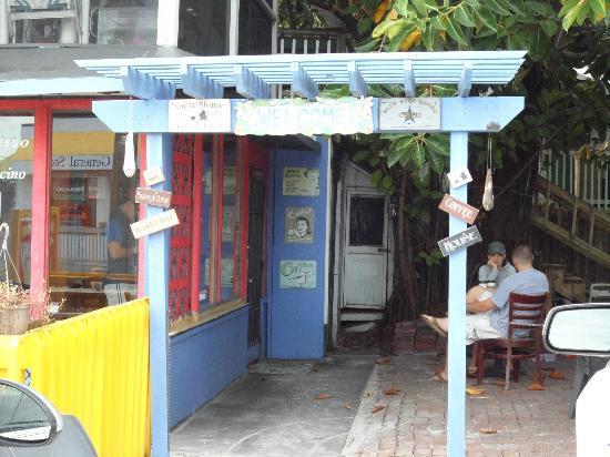 Tuckaway Bagel & Waffle Cafe : Entrance