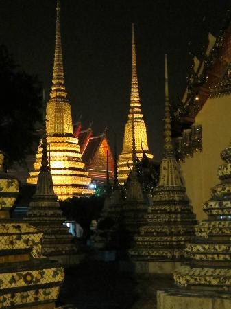 Grasshopper Adventures-Day Bike Tours: Wat Pho at night