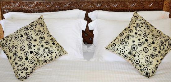 Utalii Beach Resort & Spa : zanzibary bed