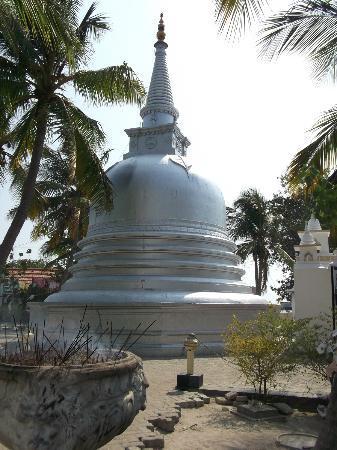 Nagadipa Purana Vihara: Temple on Nagadeepa Island