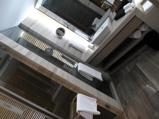 InterContinental Shanghai Puxi: the tranquil washroom