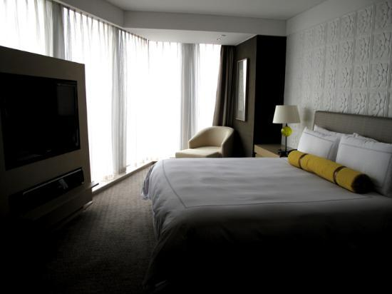 InterContinental Shanghai Puxi: the modern bedroom furnishing