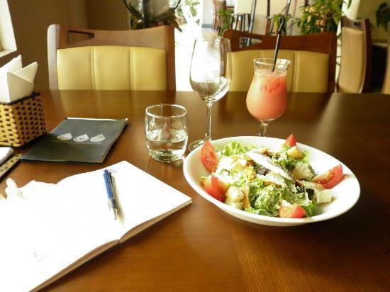 OdeV: this is my food. sald n water melon juice