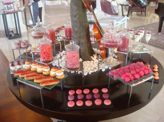 Le Bar: More sweets, eclairs