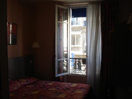 Avia Saphir Montparnasse Hotel: 部屋からの眺めも抜群