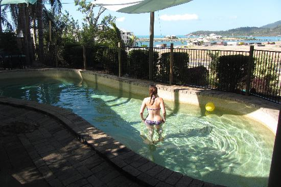 Backpackers by the Bay: swimming pool