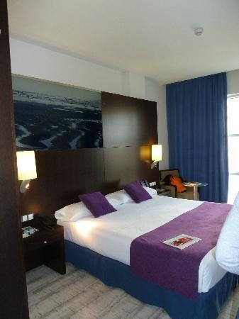 chambre style moderne - Picture of Vincci Maritimo Barcelona ...