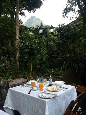 Aratinga Inn: Table du petit déjeuner
