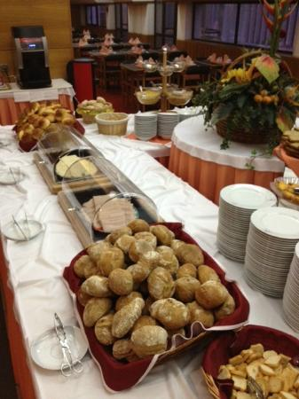 Alif Hotel: Breakfast